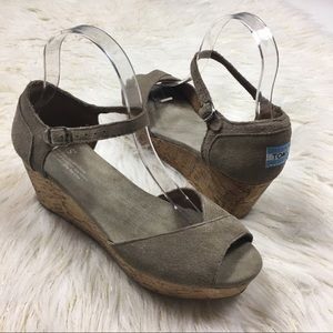 Toms Size 7.5 tan wedge strap sandals